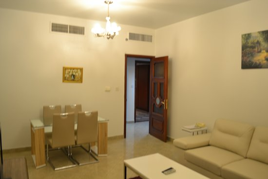 Abu Dhabi Plaza Hotel Apartments: Living & dining room