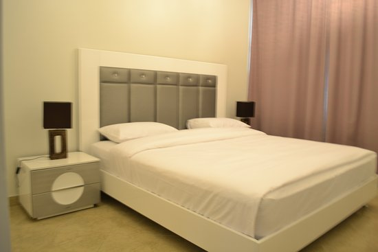 Abu Dhabi Plaza Hotel Apartments: Bed Room