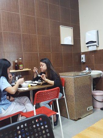Cucina Cafeteria: Comedor...muy sencillo