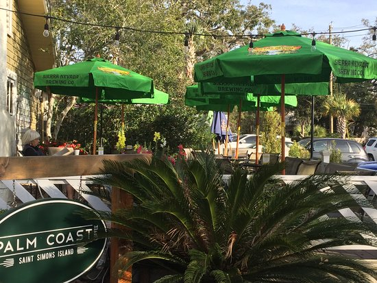 Palm Coast Coffee, Cafe and Pub: One of several outdoor dinning areas-in the heart of the village