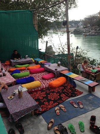 Ganga Beach Restaurant: Beautifull terrace by the river