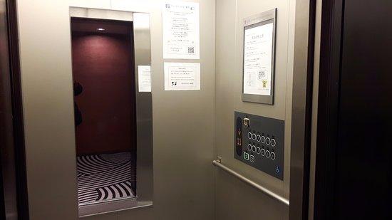 Hotel Sunroute Higashi Shinjuku: Ascensores
