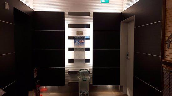 Hotel Sunroute Higashi Shinjuku: Salida ascensores