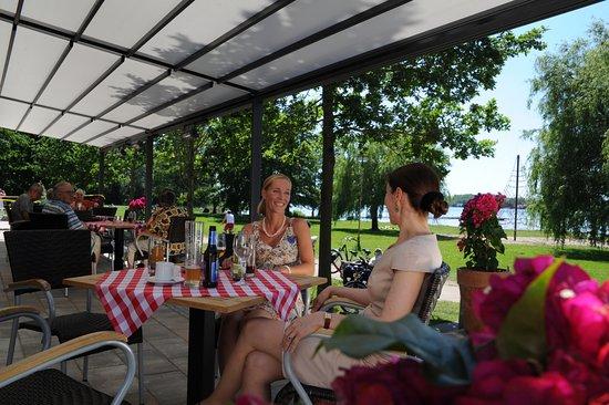 """Restaurant """"Strandhaus am Inselsee"""": Seeblickterrasse"""