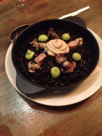 Llamber: паэлья с осьминогами и чернилами каракатицы