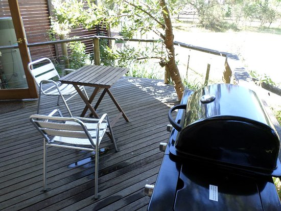 Bower Cottage Accommodation: Deck with bbq (didn't use)