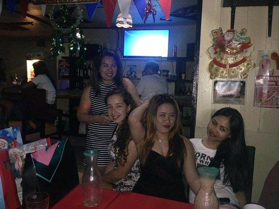 Happy Jacks Restobar: Friendly Family Bar