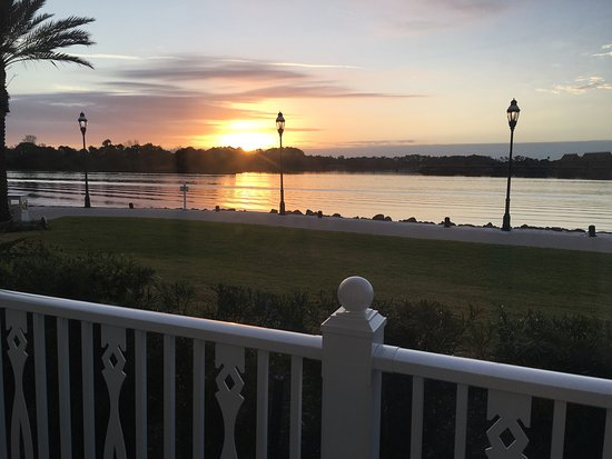 Disney's Grand Floridian Resort & Spa: Lovely sunrise from our room