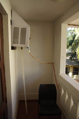 Phoenix Park Inn Resort: Crutched AC. Safety first :)