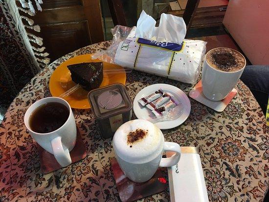 Peace coffee&tea: 老闆娘很好人。cappuccino幾好飲,中午太曬可以選擇過來喝杯咖啡、卡和蛋糕。最緊要有Wi-Fi