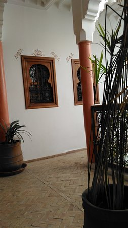 Riad Dar Alsaad: Parti comuni