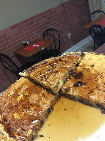 Brewerton, Нью-Йорк: Chocolate chip pancakes from scratch, not a box,