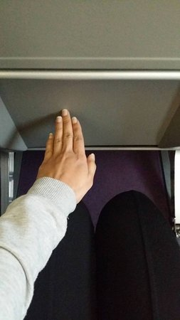 Wizz Air: Im 5'3 and this was the leg space i had, (hand size about 15 cm)