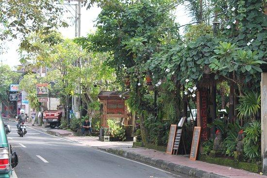 De'warung: Street view
