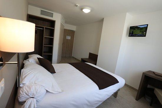 Hotel les Pielettes: lit double chambre classique