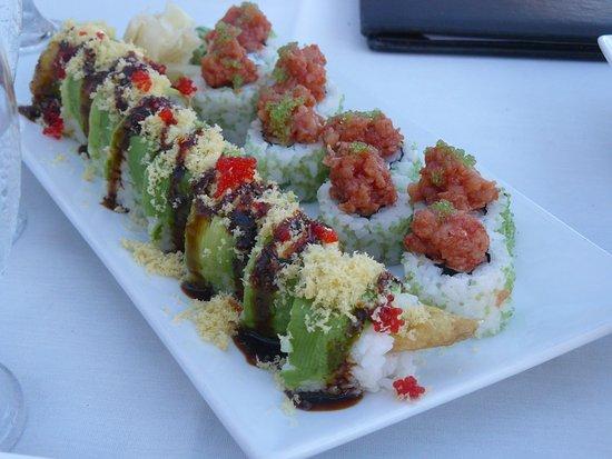 Naru Restaurant and Lounge: Fresh sushi at Naru..... superb !