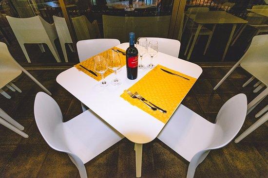 Terrazza Marine: Table