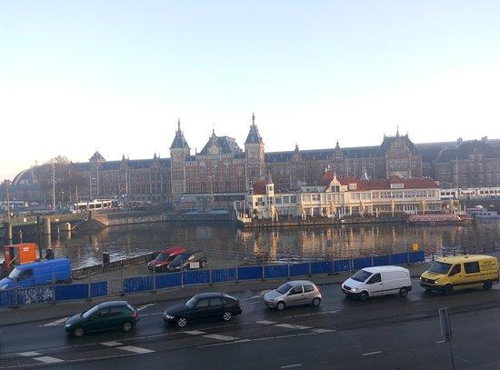 Hotel Prins Hendrik: Vista a la estación de trenes