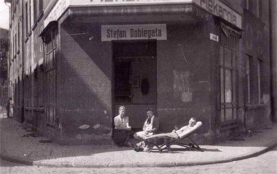 Cukiernia Muszelka S.C.: Piekarnia otwarta w 1946 r. przez Stefana Dobiegała w powojennym Słupsku(obecnie ul.Teatralna)