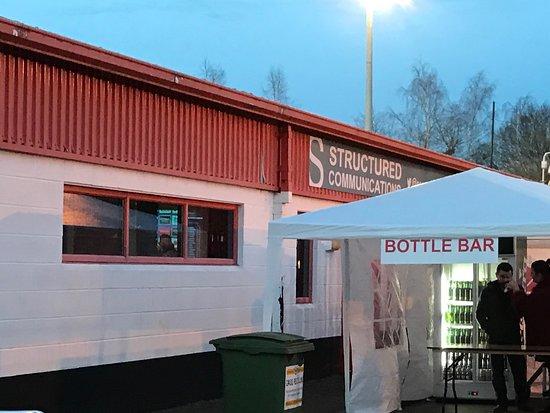 Redz Bar: Additional Facilities