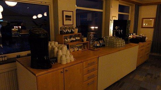 STF Abisko Turiststation: breakfast drink area