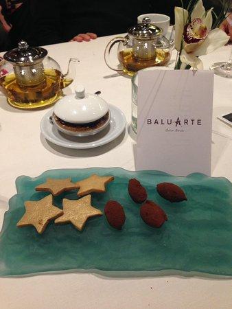 Restaurante Baluarte: Trufas de chocolate y galletas estrella Michelin de postre baluarte