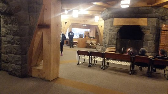 Timberline Lodge, OR: Fireplace in the Hotel Lobby / Lounge area