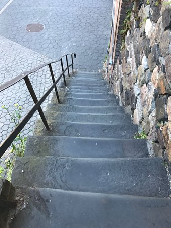 Hyatt Regency Savannah: Steps to walk to exhibitor hall