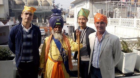 Guava Trips: Sweet memories when we took our friends to Gurudwara Sis Ganj