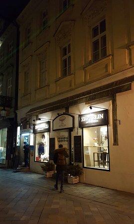 Zeppelin Cafe and Souvenirs: Superb café.