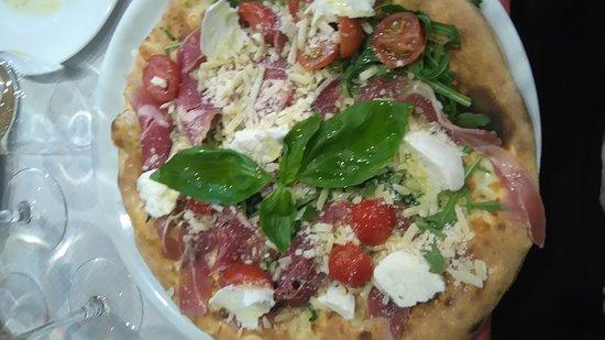 Casa Nobile: Pizza nobile et 4 fromages et casata au four, excellent !!!