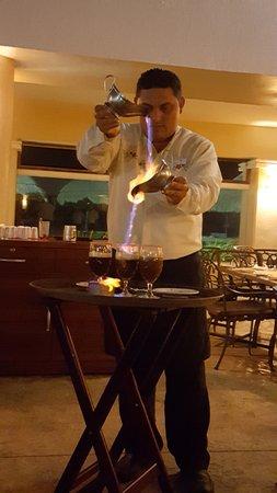 Moon Palace Cancun: Luis making Mayan coffee at Fraggatta!