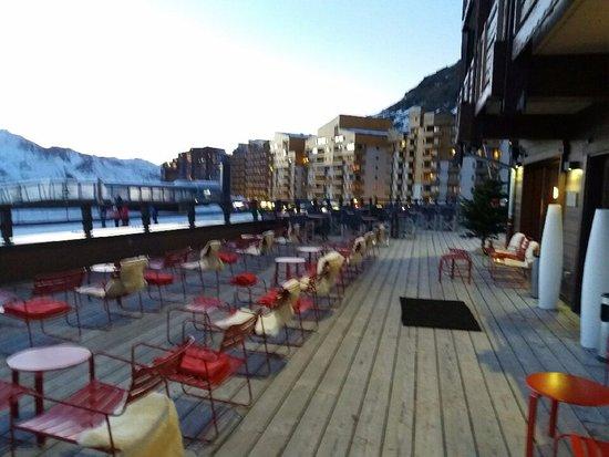 Hotel Le Val Thorens: sur la terrasse au coucher de soleil