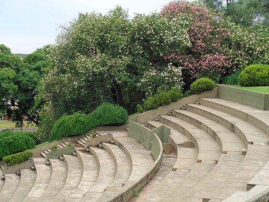 Anfiteatro Municipal Humberto de Nito: Las gradas y el entorno