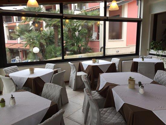 Hotel Belvedere: tavoli colazione