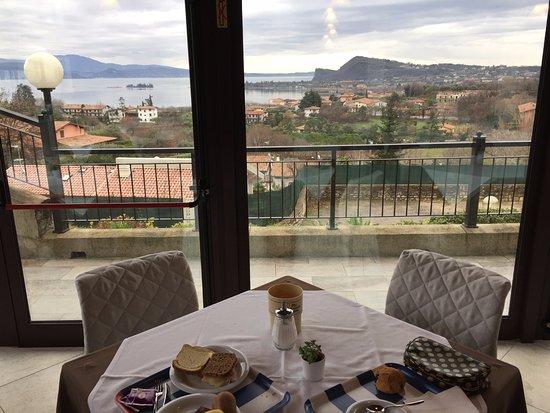 Hotel Belvedere: colazione vista lago