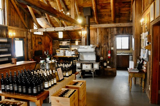 Brome, Canada : Wood fired stove kept room comfortable
