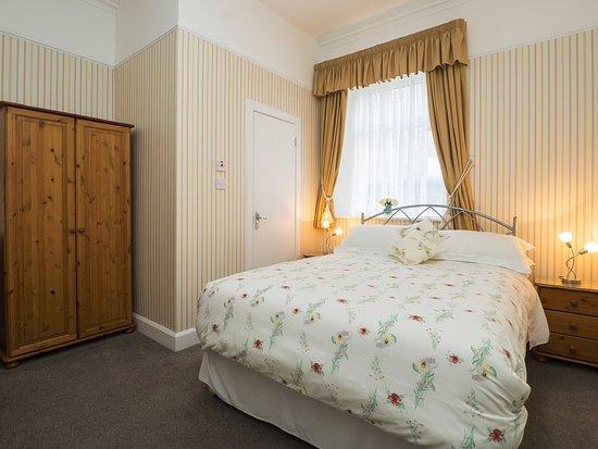Adam Guest House: Double bedroom