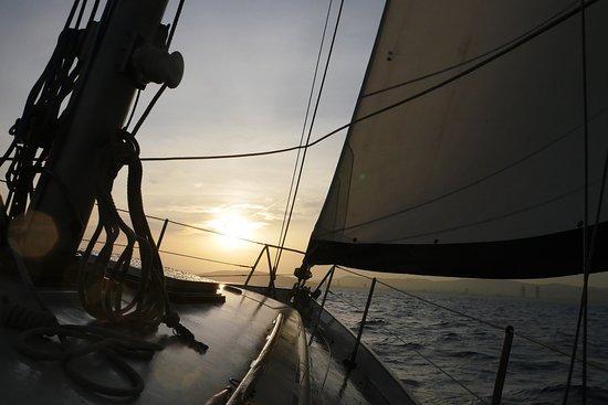 Sailing Barcelona: sunset breeze