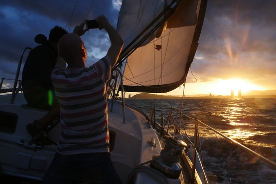 Sailing Barcelona: pictures of the sunset