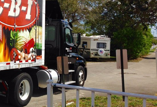 Oakland Park, FL: Back of my rig and front of 18 wheeler making delivery.