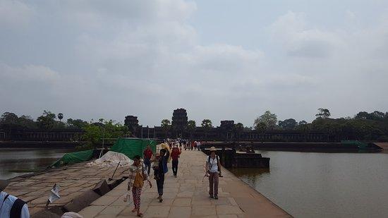 Angkor Wat: Entrance