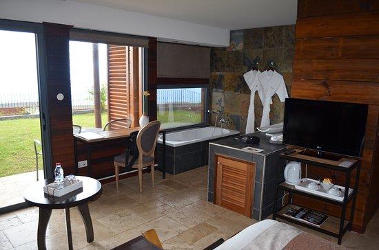 Open badkamer en terras aan tuinzijde - Picture of Diana Dea Lodge ...