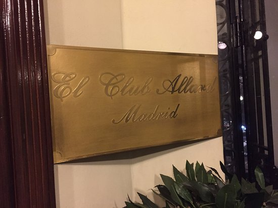 El Club Allard: The plaque at the from door within the building.