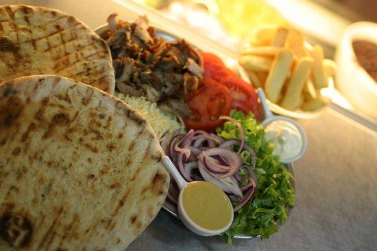 Julich, Germany: Die neue Generation von griechischen Fast Food Pita Club Sandwitch