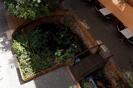 Six Inn Hotel Budapest: Garden