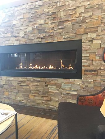 Hampton Inn & Suites Boulder - North : Sweet place to read morning newspaper