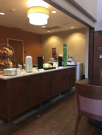 Hampton Inn & Suites Boulder - North : Breakfast area, great breakfasts.