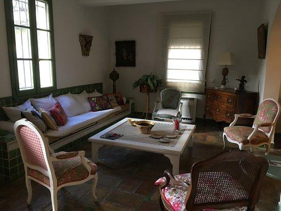 Aimargues, Francia: Un coin du salon