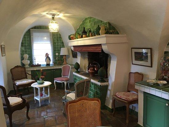 Aimargues, Francia: Une partie du salon